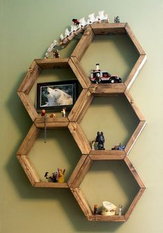 Honeycomb Hexagon Shelves by Boxy Colonial (shared by Homemade Interest) ~ shared at DIY Sunday Showcase Link Party on (Saturdays at CST). Honeycomb Shelves, Hexagon Shelves, Geometric Shelves, Diy Wall Art, Wall Decor, Wooden Shelves, Wall Shelves, Floating Shelves, Wooden Diy