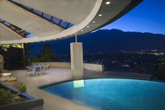 Amazing pool and view. A perfect relaxing evening in a beautiful home! (John Lautner - Palm Springs, California)