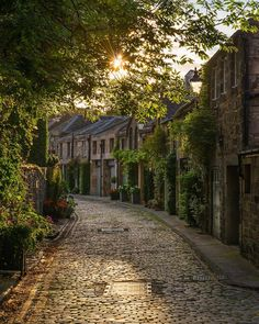 Circus Lane Edinburgh Scotland - Posted by: golden_an Adventure | #MichaelLouis - www.MichaelLouis.com