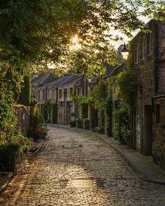 Circus Lane Edinburgh Scotland - Posted by: golden_an  Adventure | #MichaelLouis - www.MichaelLouis.com