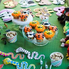 For Gigi's second birthday, we threw her a zoo birthday party. She loves the zoo and animals, so it was a lot of fun decorating with simple DIY projects.
