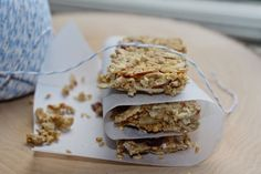 I love the combo of oats, seeds and nuts!…And to have these ingredients nicely mixed up into a tasty low FODMAP on-the-go bar…really works for me. Ta dah! Introducing a super yummy no b…