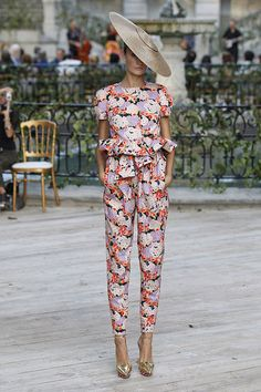 Delpozo Pantsuit - perfect for the races Love Fashion, High Fashion, Womens Fashion, Fashion Trends, Races Fashion, Inspired Outfits, African Fashion, Spring Summer Fashion, Cool Outfits