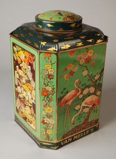 Van Melle vintage tin Pyrex, Tin Art, Vintage Packaging, Tin Containers, Tea Tins, Milk Cans, Antique Boxes, Tin Toys, Vintage Design