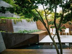 Californian tectonic design steep rear garden designed by Mary Barnesfeld