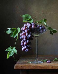 Photographer professional Елена Татульян (Elena Tatulyan). Гроздь винограда. City Самара. , виноград, гроздь, лето, ваза