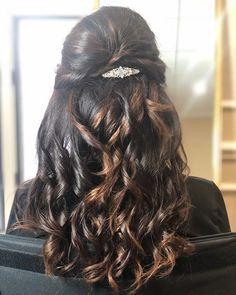 Half up half down with bouncy curls! Want flawless wedding hair & makeup with zero stress? We gotchu! Go ahead and schedule your free consultation call today - link in bio @WindyCityGlam! . #chicagobridalmakeup #chicagomakeupartist #chicagoweddingmakeup #chicagobride #chicagomua #chicagowedding #chicagobridalmakeupartist #chicagobridalmua #chicagoweddingmua #chicagoweddingmakeupartist #chicagoweddingplanning #chicagoweddingphotographer #chicagobridalhair #chicagohairstylist #chicagoweddinghair #