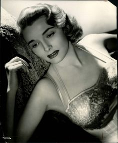 Patricia Neal 1948   She is proof that not every woman has to be stick thin in order to be beautiful.