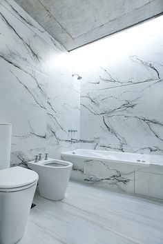 Gallery of Pedro House / VDV ARQ - Do you want your bathroom to look luxurious and modern? Get the best tips for your bathrooms and another home design ideas at www. Bathroom Interior, Modern Bathroom, Marble Interior, Bathroom Marble, Marble Bath, Stone Bathroom, Interior Architecture, Interior And Exterior, Interior Minimalista