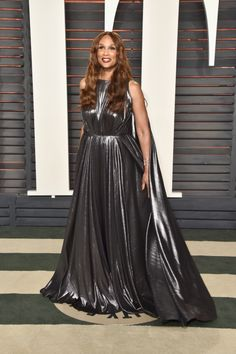 Beverly Johnson from Vanity Fair Oscars Party What the Stars Wore Silver Dress, Gray Dress, Dress Black, Oscar Dresses, Formal Dresses, African American Models, Beverly Johnson, Graydon Carter, Vanity Fair Oscar Party