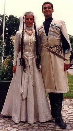 民族衣装が美しすぎて、ほとんどファンタジーの世界 |