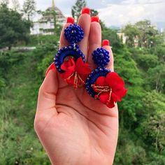 (Vendidos) Hermosos aretes disponibles bajo pedido #enfemeninoaccesoriospty #tulopidesnosotroslocreamos #panama #hechoenpanama #mujeresbellas How To Make Earrings, Diy Earrings, Statement Earrings, Earrings Handmade, Crochet Earrings, Handmade Jewelry, Hair Upstyles, Embroidery Jewelry, Diy Accessories