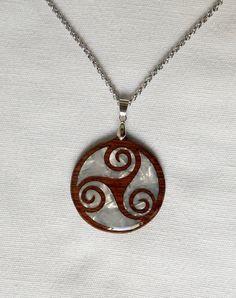 Colgante celta de trisquel/wooden Celtic necklace