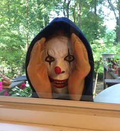 UPDATE: Check out the new scary peeper that taps on your window. The Scary Peeper is a creepy looking figurine that you can place outside your window and it will look like a creep is peeping. Scary Pranks, Good Pranks, Funny Pranks, Funny Memes, Funny Quotes, Peeping Tom, Horror, Scary Funny, It's Funny