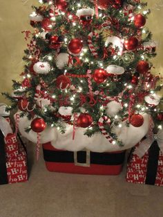 Sew Many Ways...: Santa Claus Tree... links to ornament tutorials and cute how-to tree base idea.