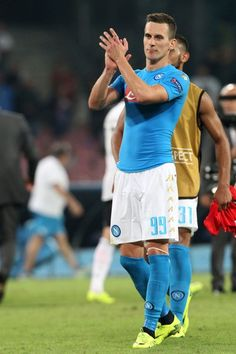 Napoli's forward from Poland Arkadiusz Milik greets fans at the end of the UEFA Champions League football match SSC Napoli vs SL Benfica on September 28, 2016 at the San Paolo stadium in Naples. Napoli won 4-2. / AFP / CARLO HERMANN