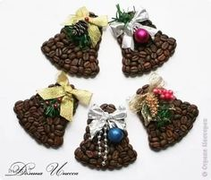 DIY coffee bean magnets: 13 t .- do-it-yourself magnets from coffee beans: 13 thousand images found in Yandex. Coffee Bean Candle, Coffee Bean Art, Coffee Plant, Coffee Gif, Coffee Barista, Drink Coffee, All Things Christmas, Christmas Diy, Christmas Decorations