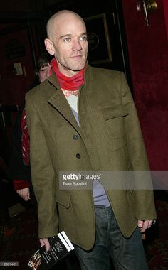 Musician Michael Stipe of R.E.M. arrives at the world premiere of 'Mona Lisa Smile' at the Ziegfeld Theatre December 10, 2003 in New York City.