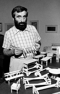 Italian artist and furniture designer Enzo Mari, 1974 3d Design, Icon Design, Mario Bellini, Enzo Mari, Crate Furniture, Rustic Furniture, Modern Furniture, Art History, Design History