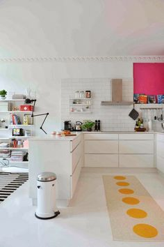 Lovely white kitchen with pink! Home/stylist: Vigdis Reisaeter, jeg er jonathan blog; Photo: Anniken Zahl Furunes