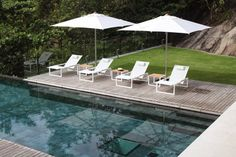 Discover the selection of products by Royal Botania, leading firm in outdoor furniture. Royal Botania creates refined, elegant and high-quality outdoor collections. | Umbrellas Collection | @royalbotania
