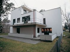 Bauhaus Art, Bauhaus Style, Bauhaus Design, Walter Gropius, 3d Architecture, Classical Architecture, Casas Containers, Art Deco Buildings, Art Deco Home