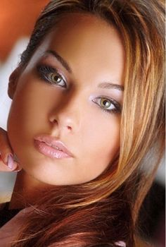 The best portraits view of the hottest women on the net Most Beautiful Faces, Beautiful Lips, Beautiful Women, Amazing Women, Pretty Eyes, Cool Eyes, Amazing Eyes, Portraits, Light Hair