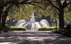 Dying to go do a deep south tour. I have never been to Georgia, (except ATL airport) can't wait to see it all. Let's start in Savannah! Beautiful Places To Visit, Oh The Places You'll Go, Places Ive Been, Weekend Trips, Weekend Getaways, Savannah Bed And Breakfast, Forsyth Park, Vacations To Go, Savannah Chat