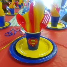 Superman Baby shower (diy sticker table decor)