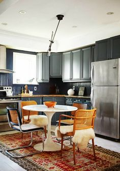 eat-in kitchen with navy cabinets, kilim rug, white tulip table and cane-back chairs House Design, Interior, Home, Interior Design Kitchen, Eat In Kitchen, Kitchen Dining Room, Home Kitchens, Kitchen Design, Cane Back Chairs