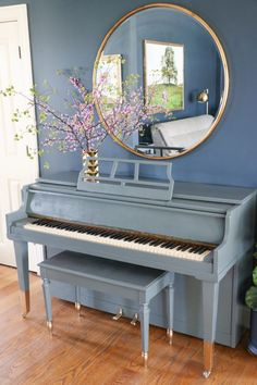 Everyone loves music, I mean almost everyone. Among so many musical instruments, the piano is one of the favorites. From little kids until grandma love to playing the piano. Give your home a warm v… Piano Living Rooms, Living Room Decor, Bedroom Decor, Dining Rooms, Painted Pianos, Painted Furniture, Pianos Peints, Upright Piano Decor, Piano Room Decor