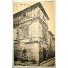 Image issue du site Web http://pmcdn.priceminister.com/photo/Carte-Postale-Ancienne-Aude-Narbonne-Maison-Des-Trois-Nourrices-Cartes-postales-830593377_ML.jpg