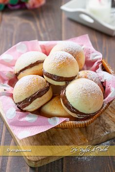Burger buns, i panini per hamburger Healthy Bread Recipes, Cake Recipes, Dessert Recipes, Biscotti, Gentilly Cake Recipe, Nutella, Sleepover Food, Donuts, Buttery Biscuits