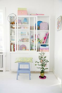 little girls room. bookcase hutch idea for storage Interior Inspiration, Room Inspiration, Pastel Interior, Pastel House, Home And Deco, House Colors, Home And Living, Living Room, Shelving