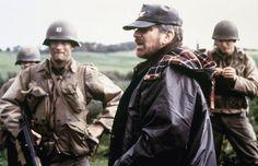 """Tom Hanks et Steven Spielberg sur le tournage de """"Il faut sauver le soldat Ryan"""""""