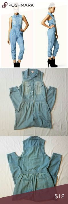 Denim Jumpsuit Light wash denim Jumpsuit with elastic waist and ankle. Button down front and zips up. Re-posh and I only wore it twice so it's still in good condition with lots of life left. No stains or rips Forever 21 Pants Jumpsuits & Rompers