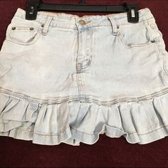 Ruffle bottom denim mini skirt This is a size 9 Zana-DI denim mini skirt.  It is in good condition light denim color and has Ruffles denim on the bottom Zana-di Skirts Mini