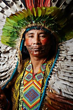 Arte Plumaria, Amazon People, Amazon Tribe, Xingu, Arte Tribal, Indigenous Art, Tribal Fashion, World Of Color, World Cultures