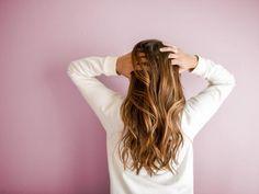 Jak mieć gęste włosy? Sposoby na gęste włosy, które warto wypróbować