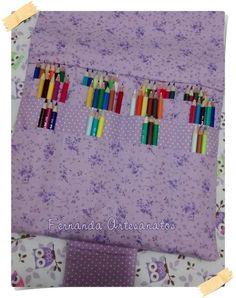 Porta Livro e lápis de cor