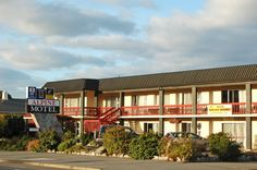 Oamaru Alpine Motel New Zealand, Pacific Ocean and Australia Located in South Hill, Alpine Motel is a perfect starting point from which to explore Oamaru. Offering a variety of facilities and services, the hotel provides all you need for a good night's sleep. Service-minded staff will welcome and guide you at the Alpine Motel. Some of the well-appointed guestrooms feature television LCD/plasma screen, internet access – wireless, non smoking rooms, heating, desk. The hotel offe...