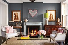 """Paint color is Benjamin Moore """"Chelsea Gray"""" Brooke Shield& NY li. Paint color is Benjamin Moore """"Chelsea Gray"""" Brooke Shield& NY living room Chelsea Gray, Chelsea Nyc, Architectural Digest, Canapé Design, House Design, Interior Design, Gray Interior, 2017 Design, Design Ideas"""