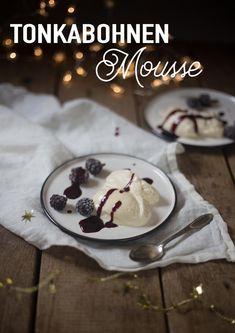 Tonkabohnen-Mousse-mit Brombeeren - Dessertidee für Weihnachten Tonka Bohne, Köstliche Desserts, Super, German, Pudding, Cupcakes, Note, Breakfast, Christmas