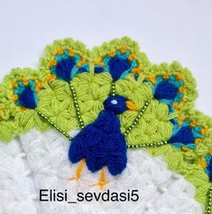 Görüntünün olası içeriği: yazı Peacock Design, Fibres, Crochet Patterns, Crochet Design, Paper Flowers, Elsa, Wedding Flowers, Crochet Necklace, Crochet Hats