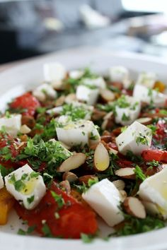 Charlottes Køkken: Peberfrugtsalat med feta og mandler
