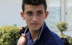 In un drammatico incidente, ha perso la vita un giovane calciatore Il giovane calciatore classe 1996 è deceduto ieri pomeriggio insieme alla mamma e al fratellino in seguito a uno scontro sull'A1 Una tragedia ha scosso il mondo del calcio nel pomeriggio di ieri: in #incidwntw #morte #giovanecalciaotre
