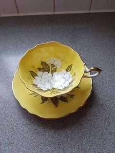Paragon gardenia vintage tea cup / yellow very good vintage condition, no chip or crack