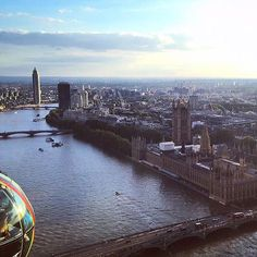 The @LondonEye is the only attraction from my top five picks (see previous post) that has an entry charge. So if you're visiting #London and you're on a budget I would highly recommend taking a trip to the 35th floor of the Walkie Talkie tower and seeing the 360 degrees view at the @SG_SkyGarden.