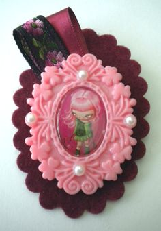 Felt brooch with resin cameo by KirasHandmade on Etsy, €8.00