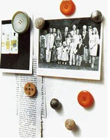 Button Magnets are on my fridge. Buy a package of round magnets and glue buttons on top of the magnets. You'll have fun, unique and super cheap refridgerator magnets Flylady, Diy Buttons, Vintage Buttons, Diy And Crafts, Crafts For Kids, Arts And Crafts, Weekend Projects, Craft Projects, Recycling Projects